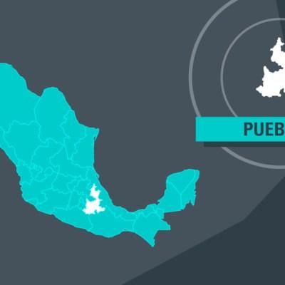 Tráiler esquiva hundimiento y se impacta en la México-Puebla