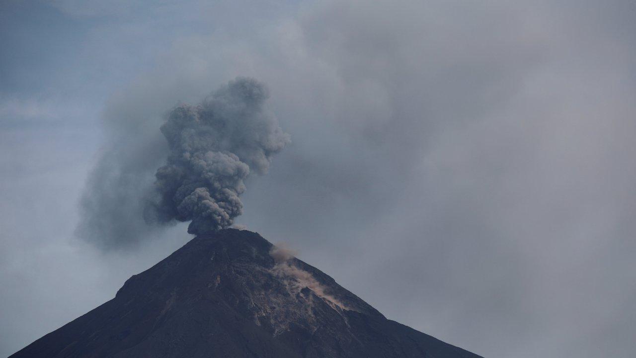 Tres volcanes activos mantienen alerta Guatemala