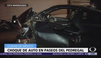 Vehículo se impacta contra vivienda en Paseos del Pedregal
