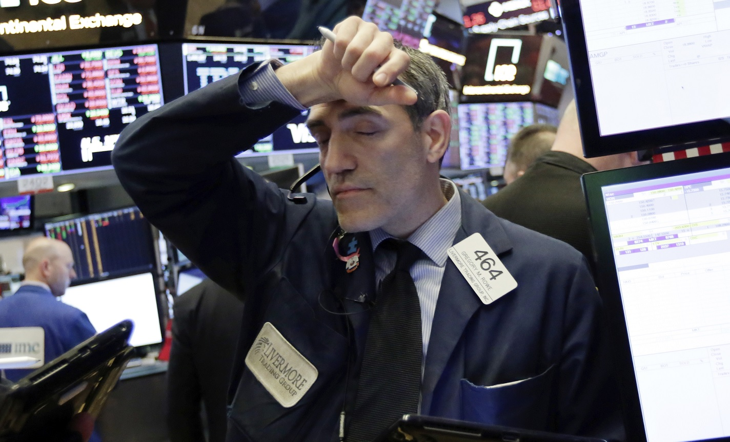Trump reanuda las tensiones comerciales con China y Wall Street baja