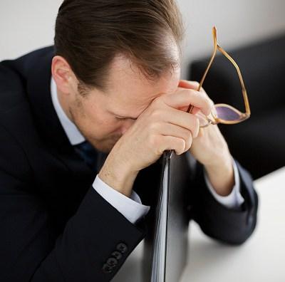 El estrés laboral es tan dañino como el humo del cigarro: estudio