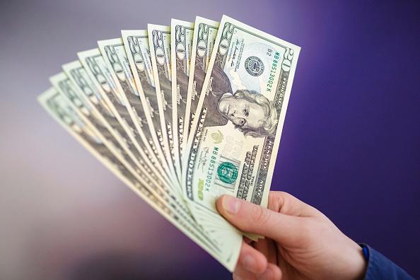 Dólar se vende en 19.03 pesos en bancos de la CDMX