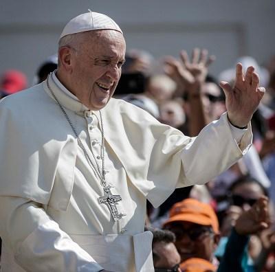 AMLO invita formalmente al Papa a foro por la paz