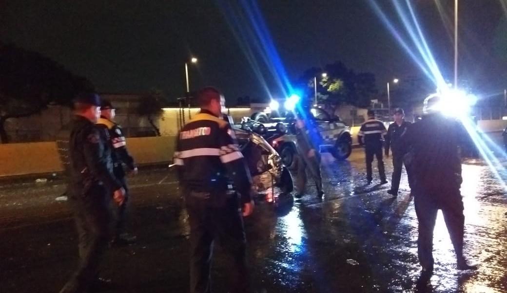 Tráiler huye de la Policía CDMX y embiste 9 autos y 5 patrullas