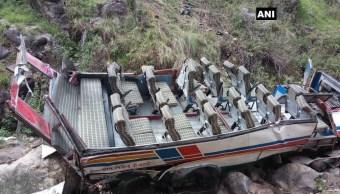 mueren 44 personas caer autobus barranco india