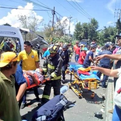 Amieva visita a lesionados del accidente en la carretera Xochimilco-Topilejo