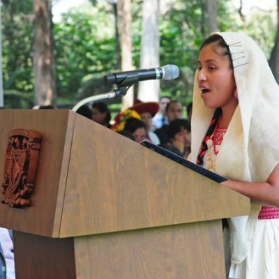 Ana Griselda, la joven otomí que se tituló con honores de la UNAM