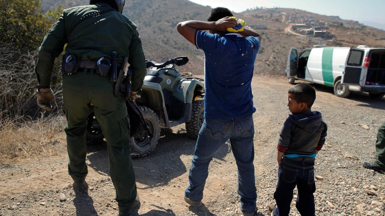 Bajan detenciones de indocumentados en frontera EU-México