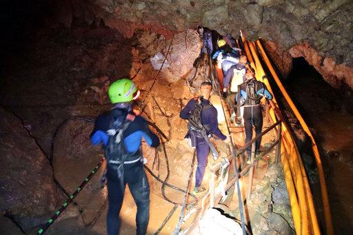inicia rescate ninos atrapados tailandia