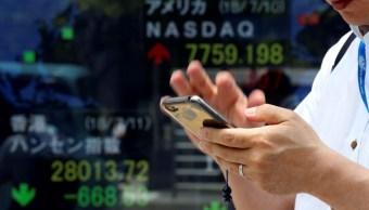 Bolsa de Tokio avanza, mercados de China extienden pérdidas