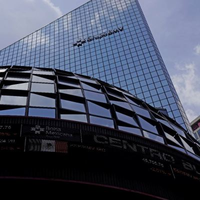 BMV cierra con ganancia tras reportes corporativos
