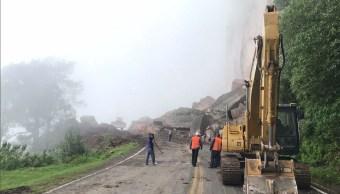 Cierran carretera federal Durango-Mazatlán nuevo derrumbe