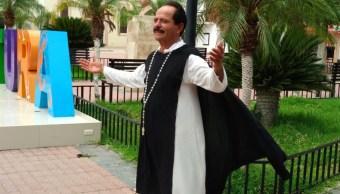 Candidato en Sinaloa cumple su promesa y se viste de San Martín de Porres
