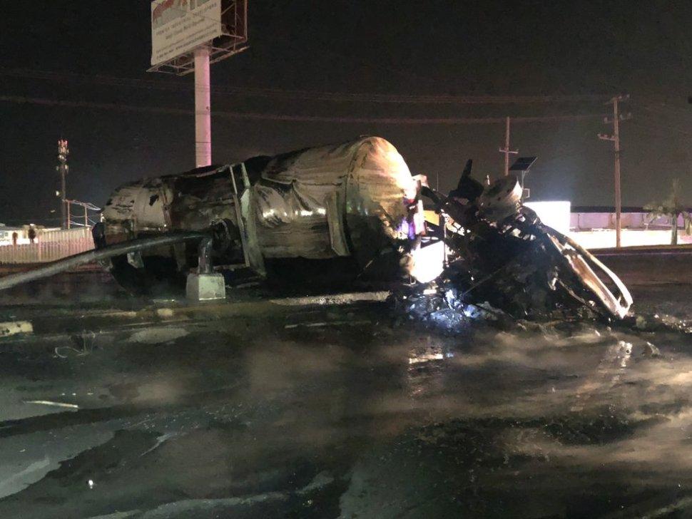 Pipa con combustible choca y explota en Saltillo, Coahuila
