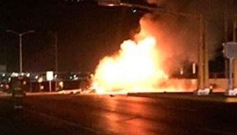 Pipa con combustible choca y explota en Saltillo
