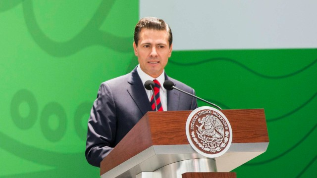 EPN propone ampliar derechos laborales de personas