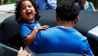 Estados Unidos empieza reunir niños migrantes sus padres