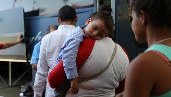 Estados Unidos ha reunido 450 niños migrantes padres