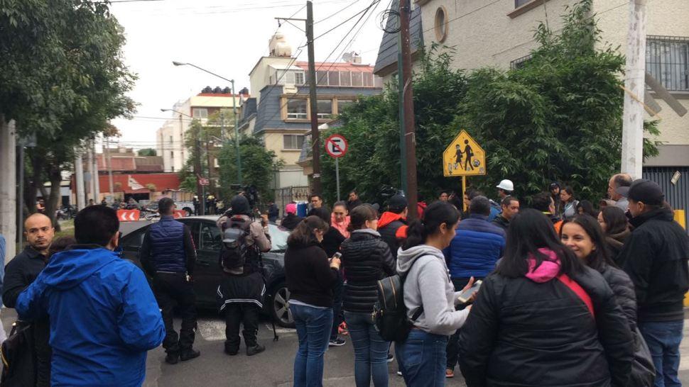 Fiscal negocia con padres del Rébsamen que rechazan demolición