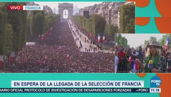 Franceses esperan en la avenida Campos Elíseos a la selección nacional