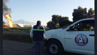 Continúa quema controlada de gas toma clandestina Puebla