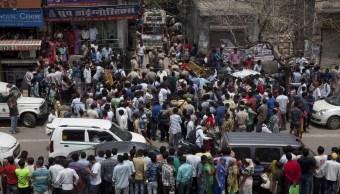 Hallan 11 muertos de misma familia en casa de Nueva Delhi