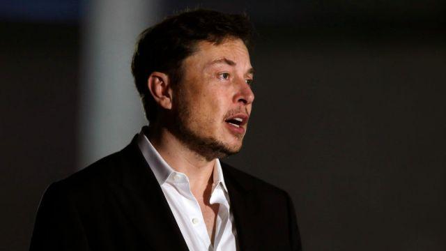 Musk se disculpa por llamar pedófilo a buzo de Tailandia