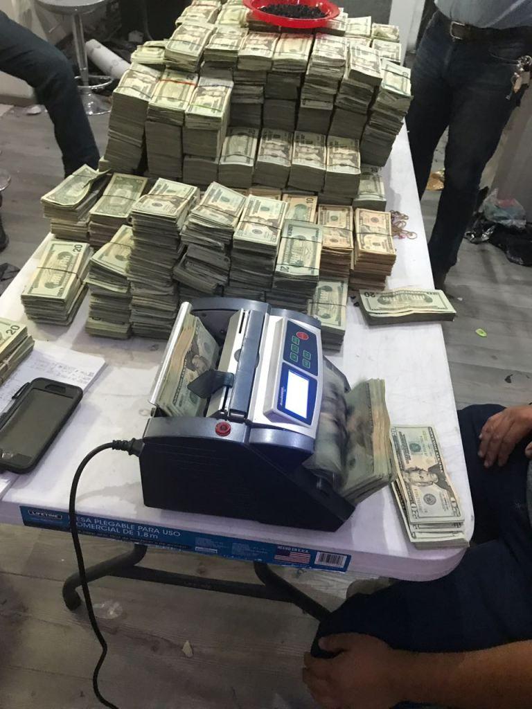 Aseguran 130 kilos de cocaína ocultos bajo piso corredizo
