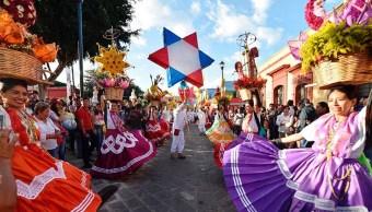 arriban oaxaca miles turistas celebrar guelaguetza