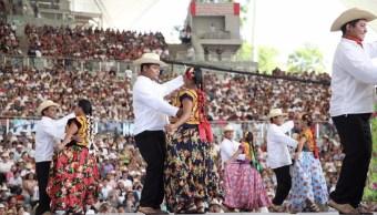 Abarrotan Auditorio Guelaguetza primer Lunes del Cerro