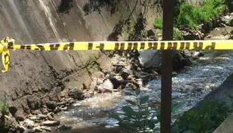 Descubren cadáver en aguas negras de canal en Naucalpan