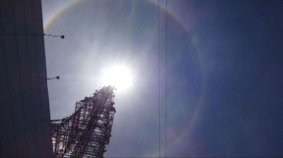 Halo alrededor del Sol sorprende en la Ciudad de México