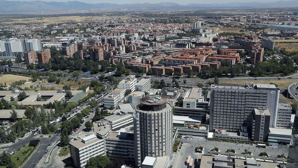 Hallan cadáver en hueco de elevador en hospital de Madrid