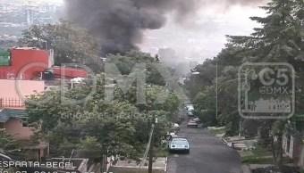 Bomberos atienden incendio de vehículo en Tlalpan
