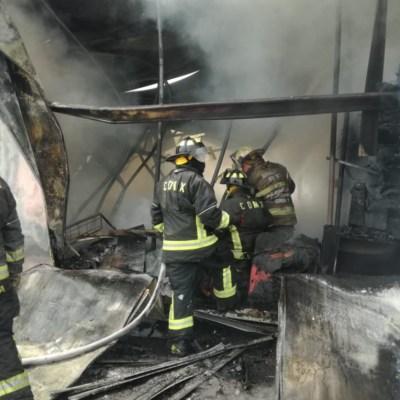 Un chispazo o cortocircuito, posibles causas del incendio en Galerías Coapa: Fausto Lugo