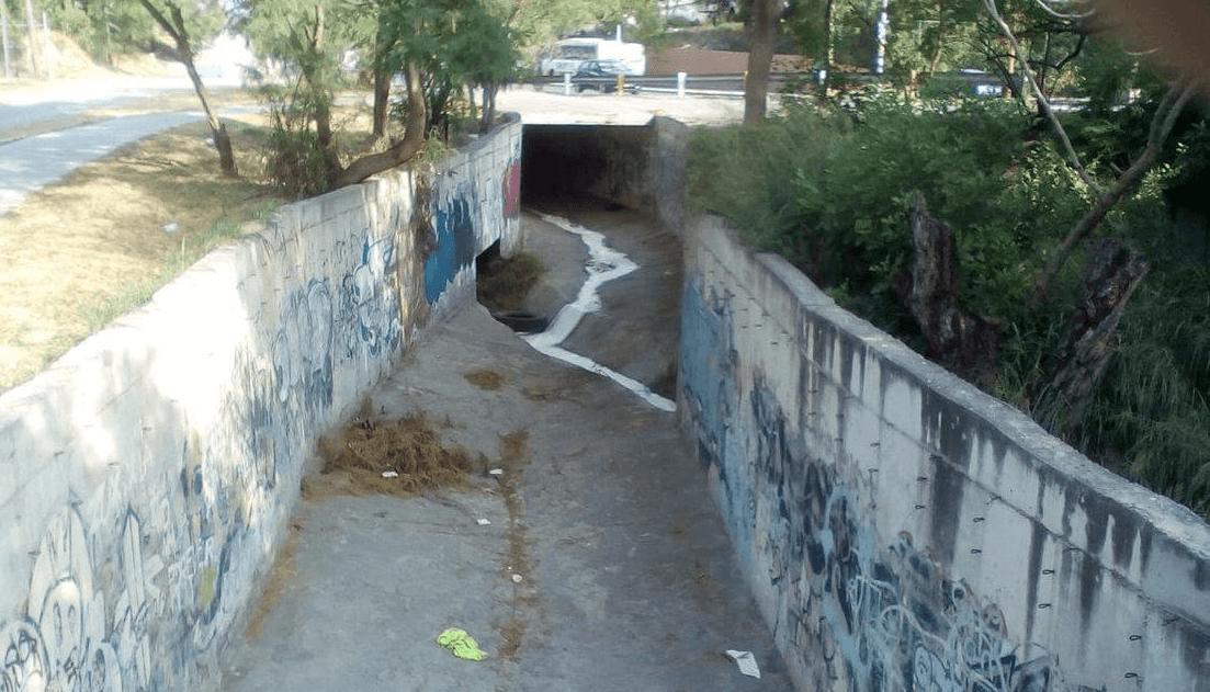 Incendio causa derrame de pegamento a río en Monterrey