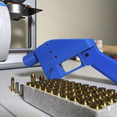 Juez bloquea autorización de Trump para liberar impresión en 3D de armas