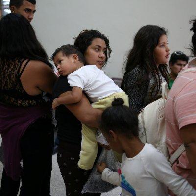 Juez ordena a Estados Unidos entregar plan de reunificación de familias migrantes