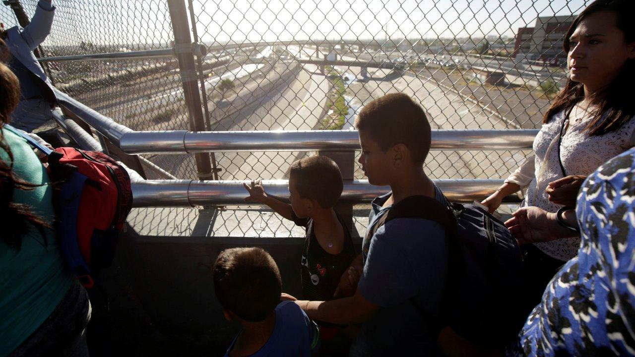 Juez revisar solicitantes asilo inmigrantes Estados Unidos