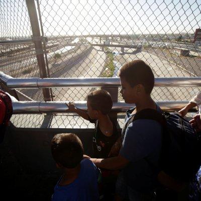 Juez ordena revisar solicitantes de asilo de inmigrantes en Estados Unidos
