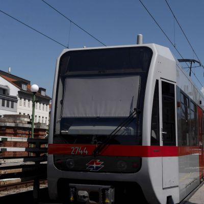 Entregan desodorantes a usuarios del metro en Viena para evitar malos olores