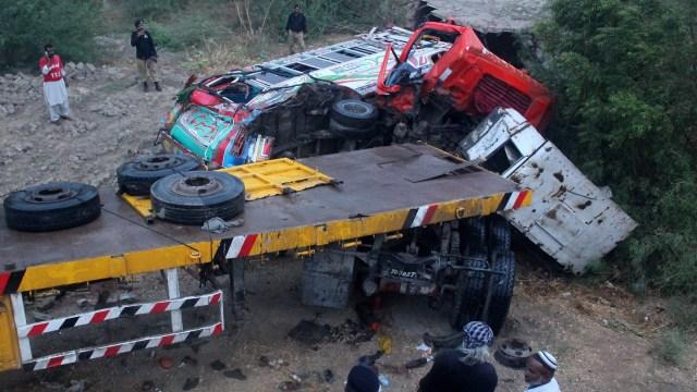 Boda en Pakistán convierte funeral chocar autobús pasajeros