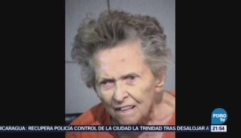 Mujer mata a su hijo por querer llevarla