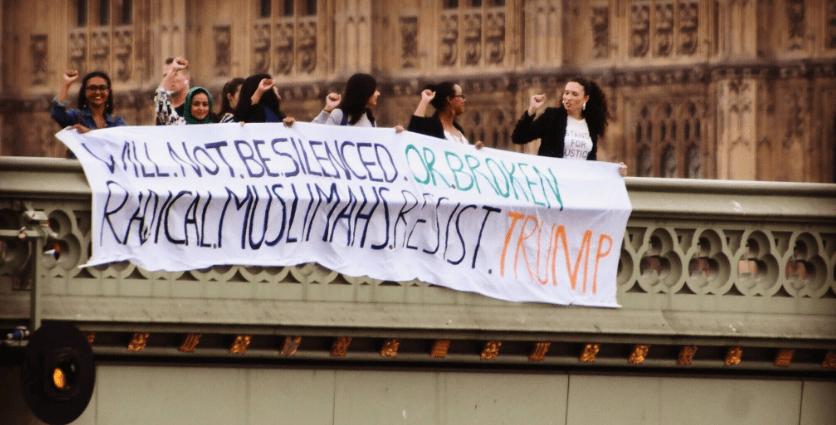 Donald Trump llega a Reino Unido en medio de protestas