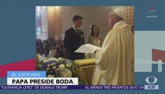 Papa Francisco sorprende a pareja y los casa en el Vaticano