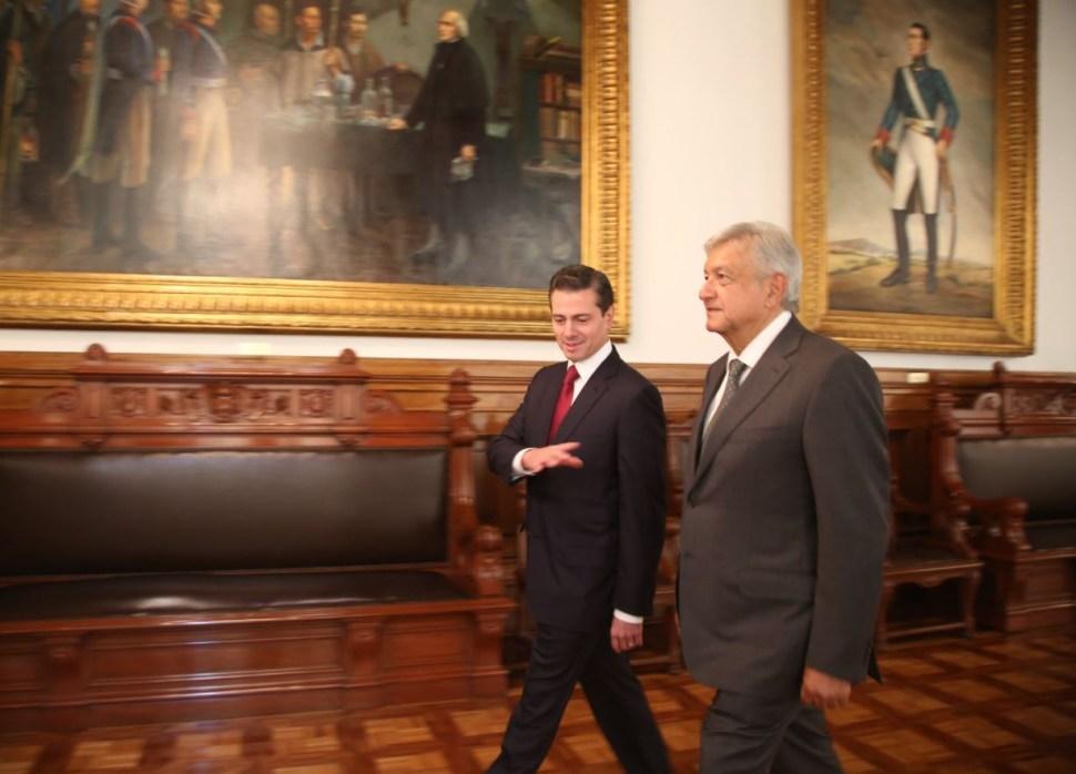 AMLO llega a Palacio Nacional para reunión con Peña Nieto