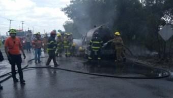 Se incendia pipa por fuga de gas en Apodaca, NL