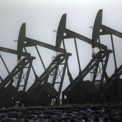 Precio del petróleo Brent pierde 0.45%, WTI sube 0.19%
