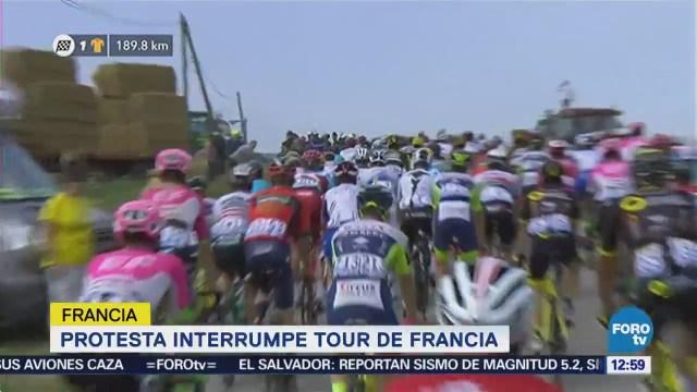 Protesta de agricultores interrumpe el Tour de Francia