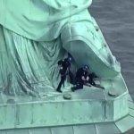 Protesta Estatua Libertad concluye rescate mujer